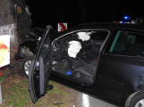 Série dopravních nehod nekončí ani po půlnoci, k další byl přivolán i záchranářský vrtulník (10)