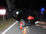Série dopravních nehod nekončí ani po půlnoci, k další byl přivolán i záchranářský vrtulník (4)