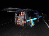Série dopravních nehod nekončí ani po půlnoci, k další byl přivolán i záchranářský vrtulník (8)