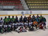 Zakončení hokejové sezóny se mimo jiných zúčastnil i legendární brankář Dominik Hašek. (1)