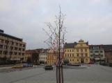 Žáci základních škol vyzdobili náměstí. Jak se vám to líbí? ()