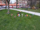Žáci základních škol vyzdobili náměstí. Jak se vám to líbí? (1)