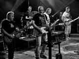 Dvě legendární kapely rozvášnily Březnici (69)