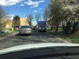 Opatrně v Milínské, srazila se zde dvě auta ()