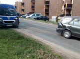 Opatrně v Milínské, srazila se zde dvě auta (1)