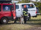 Příbramští záchranní psi vyzkoušeli sutinový trenažér (1)