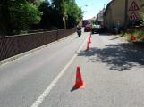 Dopravní nehoda osobního automobilu omezuje provoz v ulici Husova ()