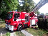 Šest jednotek hasičů likviduje požár rodinného domu na Příbramsku (9)
