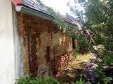 Šest jednotek hasičů likviduje požár rodinného domu na Příbramsku (6)