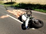 Vážná dopravní nehoda motorkáře u Vysoké Pece. Na místě přistává vrtulník (4)