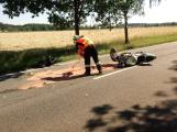 Vážná dopravní nehoda motorkáře u Vysoké Pece. Na místě přistává vrtulník (7)