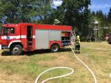 Aktuálně: Plameny zachvátily budovu na dětském táboře. Na místě je třicet dětí (22)