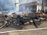 Aktuálně: Plameny zachvátily budovu na dětském táboře. Na místě je třicet dětí (23)