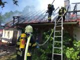 Aktuálně: Plameny zachvátily budovu na dětském táboře. Na místě je třicet dětí (24)