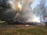 Aktuálně: Plameny zachvátily budovu na dětském táboře. Na místě je třicet dětí (25)