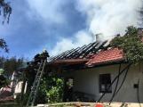 Aktuálně: Plameny zachvátily budovu na dětském táboře. Na místě je třicet dětí (28)