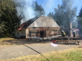 Aktuálně: Plameny zachvátily budovu na dětském táboře. Na místě je třicet dětí (33)