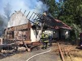 Aktuálně: Plameny zachvátily budovu na dětském táboře. Na místě je třicet dětí (35)