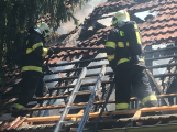 Aktuálně: Plameny zachvátily budovu na dětském táboře. Na místě je třicet dětí (19)
