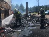 Aktuálně: Plameny zachvátily budovu na dětském táboře. Na místě je třicet dětí (18)