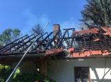 Aktuálně: Plameny zachvátily budovu na dětském táboře. Na místě je třicet dětí (2)
