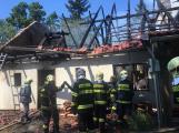 Aktuálně: Plameny zachvátily budovu na dětském táboře. Na místě je třicet dětí (5)