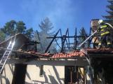 Aktuálně: Plameny zachvátily budovu na dětském táboře. Na místě je třicet dětí (11)