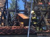 Aktuálně: Plameny zachvátily budovu na dětském táboře. Na místě je třicet dětí (12)