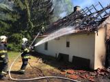Aktuálně: Plameny zachvátily budovu na dětském táboře. Na místě je třicet dětí (15)