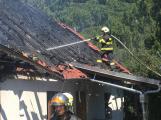 Aktuálně: Plameny zachvátily budovu na dětském táboře. Na místě je třicet dětí (16)