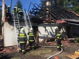 Aktuálně: Plameny zachvátily budovu na dětském táboře. Na místě je třicet dětí (36)