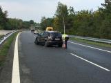 Provoz na dálnici D4 komplikuje nehoda osobního vozu (2)