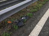 Provoz na dálnici D4 komplikuje nehoda osobního vozu (4)
