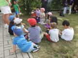 Zaměstnanci Věznice Příbram navštívili léčebnu Bukovany, odsouzení předali dětem vlastnoručně vyrobené dary (4)