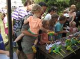 Zaměstnanci Věznice Příbram navštívili léčebnu Bukovany, odsouzení předali dětem vlastnoručně vyrobené dary (10)
