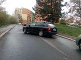 Octavia vyjížděla z parkoviště a nevšimla si druhého vozu (1)