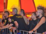 Punkové legendy přijely na Dobříš a zaplnily šapitó (40)