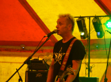 Punkové legendy přijely na Dobříš a zaplnily šapitó (26)