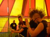 Punkové legendy přijely na Dobříš a zaplnily šapitó (38)