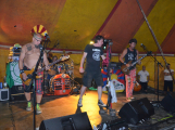 Punkové legendy přijely na Dobříš a zaplnily šapitó (7)