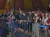 Punkové legendy přijely na Dobříš a zaplnily šapitó (6)