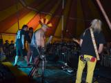 Punkové legendy přijely na Dobříš a zaplnily šapitó (4)