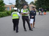 Příbramští policisté upozorňovali školáčky na správné přecházení silnice ()