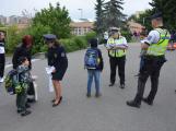 Příbramští policisté upozorňovali školáčky na správné přecházení silnice (13)