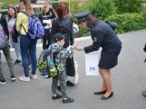 Příbramští policisté upozorňovali školáčky na správné přecházení silnice (12)
