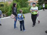 Příbramští policisté upozorňovali školáčky na správné přecházení silnice (11)