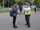 Příbramští policisté upozorňovali školáčky na správné přecházení silnice (10)