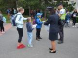 Příbramští policisté upozorňovali školáčky na správné přecházení silnice (9)