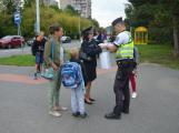 Příbramští policisté upozorňovali školáčky na správné přecházení silnice (7)