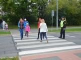 Příbramští policisté upozorňovali školáčky na správné přecházení silnice (6)